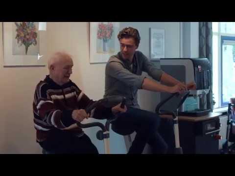 Hendrik Groen zoekt in Dronten naar ouderenkoren voor theatervoorstelling