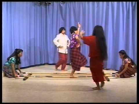 Tinikling - Tanz mit den Bambusstangen