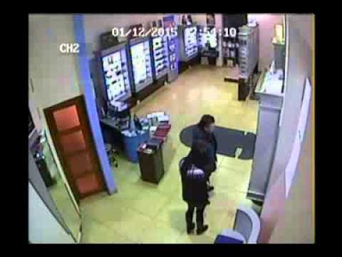 Որպես հաճախորդ մտել է խանութ և հափշտակել աշխատակցուհու հեռախոսը (Տեսագրություն)