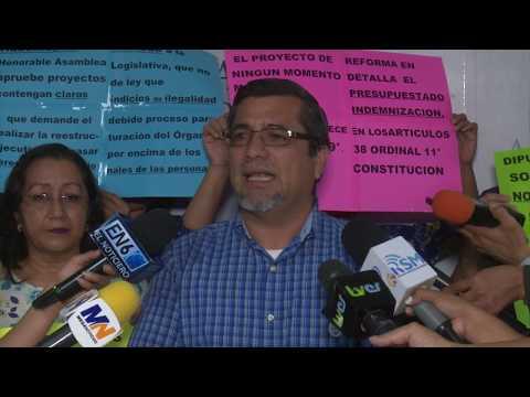Empleados cesados de secretarias de gobierno piden reinstalación en Comisión de Hacienda de Asamblea