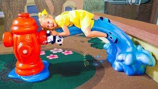 ВЛОГ: Настя играет в парке аттракционов в Дубаи - Amusement park IMG Worlds in Dubai