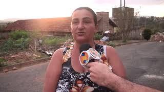 O local onde funciona a lavandeira comunitária, do bairro Santa Luzia, está em péssima condições. O lugar que abrigava um Centro de Educação Municipal, desativado, mais parece abandonado.