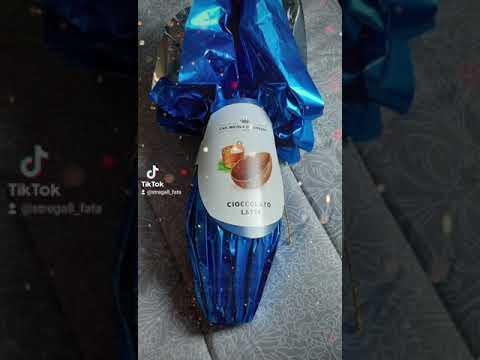 Uovo di cioccolato, regalo 🇮🇹 Italia 💚🤍❤ ШОКОЛАДНОЕ ЯЕЧКО В ПОДАРОК! ИТАЛЬЯНЦЫ ЖГУТ! Италия #shorts