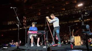 Coldplay Inviting A Fan To Play O (Fly On) On Stage