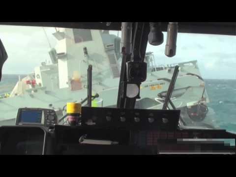 Pristávanie dánskej helikoptéry vo vlnobití