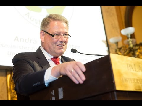 GREEN BRANDS Austria Gala 2016 Gala  Laudatio von BM Andräe Rupprechter für Tobias Moretti