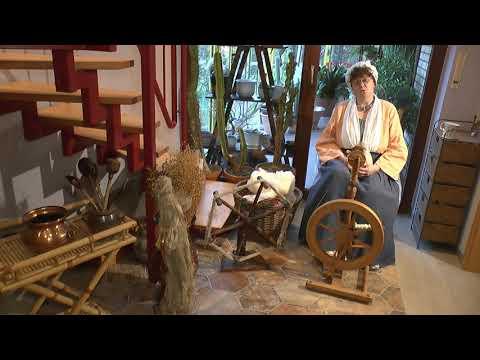 Die Märchenerzählerin Ute Rabe präsentiert Frau Holle