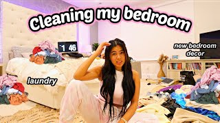 MOVING VLOG 3   CLEANING MY NEW BEDROOM & BATHROOM! Productive laundry day & new bedroom decor!