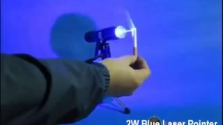 Prova del puntatore laser blu 2000mW - bruciare le cose