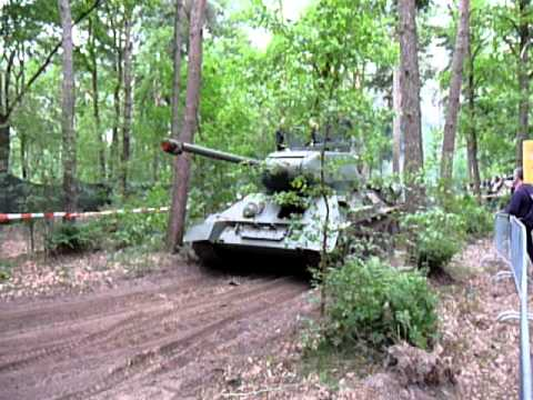Russian T-34 ending the course @ Militracks 2011