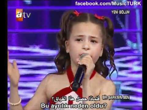 petite fille qui chante en anglais