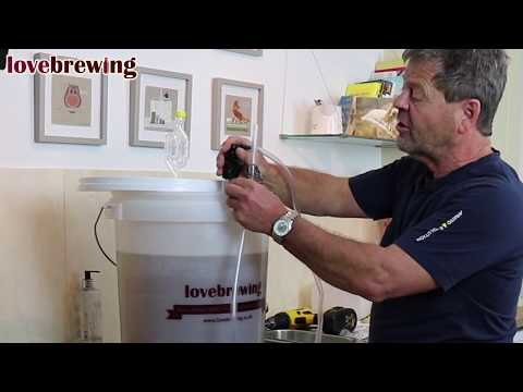 Beginners Wine Making Part 3 - Degassing, Siphoning & Clearing