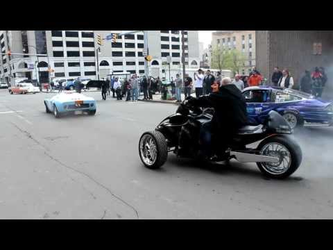 Custom Can-Am Spyder Burnout, Ford GT, Chevy Monza Leaving 2012 Buffalo Motorama Mp3