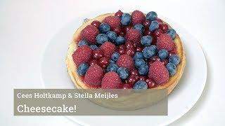Cees Holtkamp maakt cheesecake