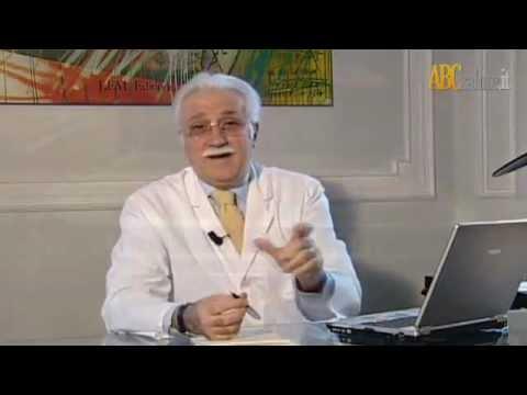 Dolori in reparto di petto di un dorso non collegato a una spina dorsale