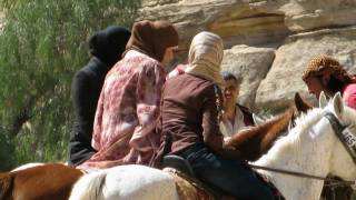 preview picture of video 'Tour Giordania(2)-Da Aqaba a Petra il Tesoro Khazneh'