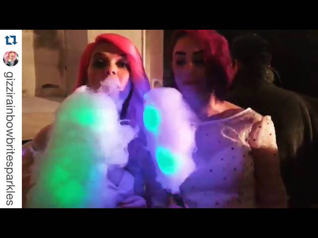 Glowing candy floss - Fashion show
