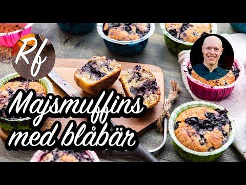 Amerikanska muffins med polenta majsmjöloch goda färska blåbär. Detta är lite matigare och kompaktare muffins med tuggmotstånd från polenta som är lite grövre majsmjöl.>