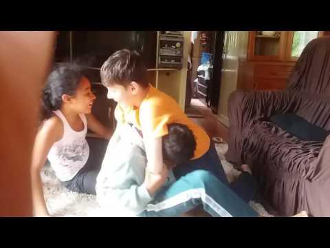 Brincando de lutinha em casa