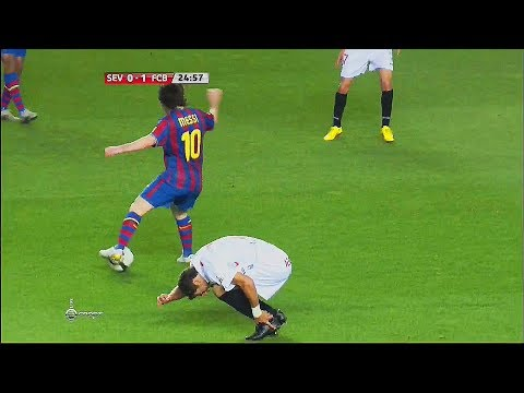 This Happens When They Try to STOP Lionel Messi ►Self Humiliation ¡!