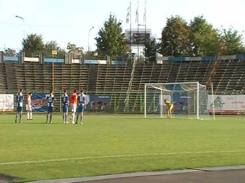 Daniel Michałowski strzela bramkę na 4:1 w meczu Stomil II Olsztyn - Barkas Tolkmicko