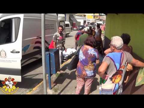 Homem passa mal no meio da rua e Munícipes ajudam com o socorro