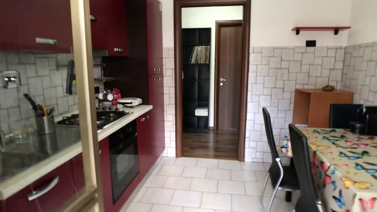 Camera con bagno in appartamento con 3 camere da letto a Torre ...