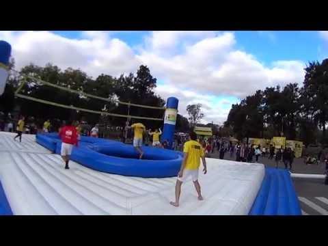 Волейбол на батуте (Bossaball)