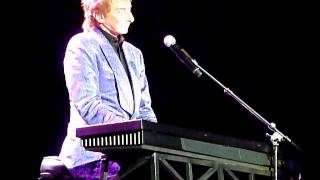 Barry Manilow 5th May 2011 O2 Studio Musician