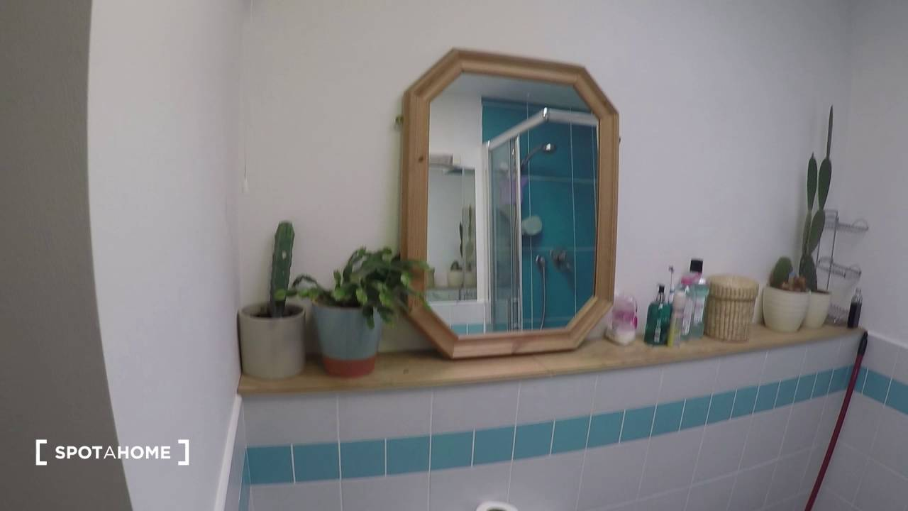 Spacious room to rent in 2-bedroom flatshare with skylight - Beaumont