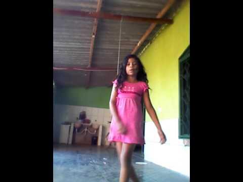 Dançando a música Água na Boca