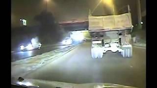 Смотреть онлайн Погоня машин ДПС за КАМАЗом