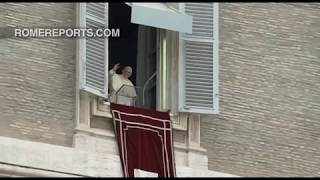 Pope Francis in the Angelus: A Christian should not oppose 'God' or 'Caesar'