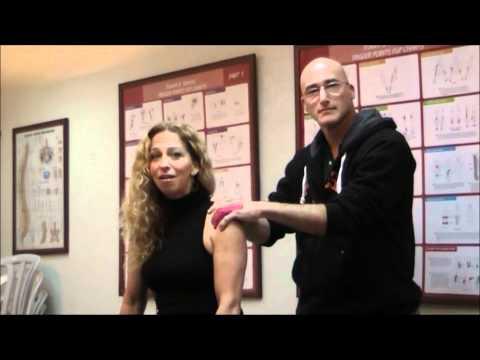 איך 60 שניות של לחיצות עצמיות משחררות את הכאבים בגב