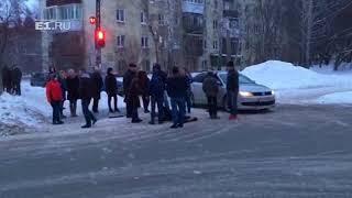 На Билимбаевской прохожие скрутили неадекватного мужчину | Kholo.pk