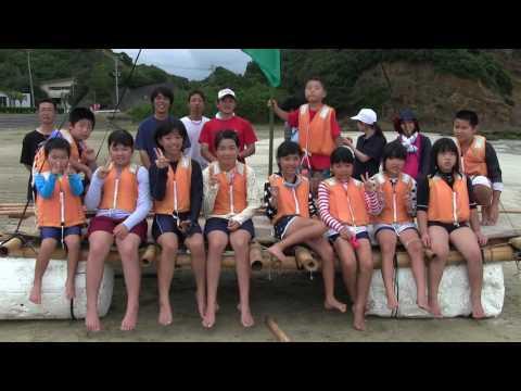 種子島の学校活動:南界小学校PTAいかだ作り・いかだ遊び
