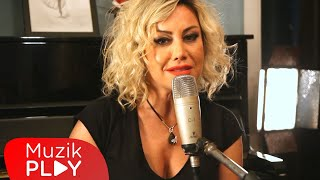 Tuğçe Pala - Cana Sar Beni (Official Live Video)