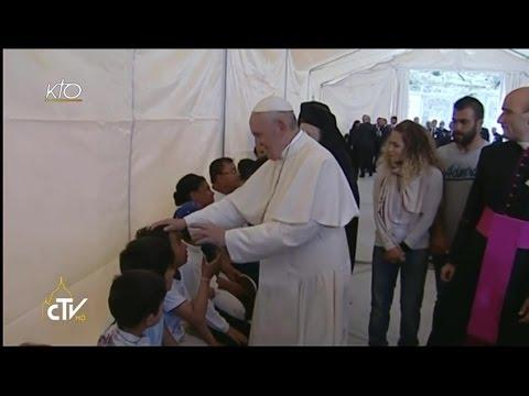 Le Pape François visite un camp de réfugiés sur l'île de Lesbos