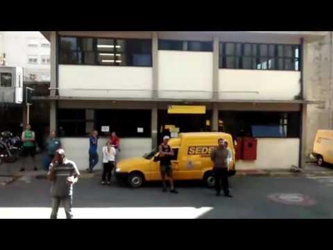 Usuário grava vídeo indignado com serviço dos Correios;