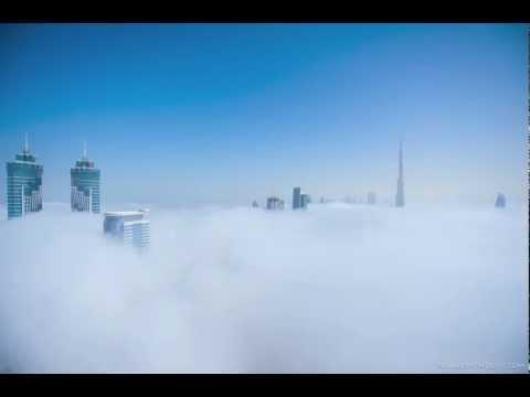 دبي تغرق في الضباب وقت شروق الشمس .. لقطة رائعة جدا
