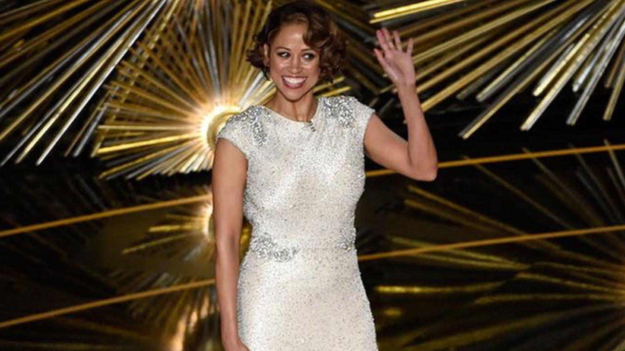 Stacey Dash's Awkward Oscars Moment Explained thumbnail