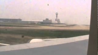 preview picture of video 'OZ362 taking of from Shanghai Pu Dong.mpg'