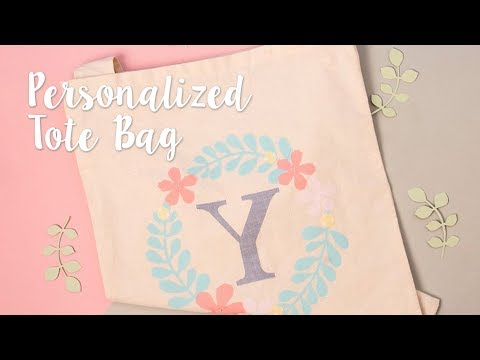 Creating a design for a personalised tote bag with Yasmin Rowlands