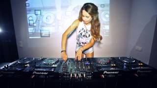 la mejor dj del mundo Juicy M   Mixing