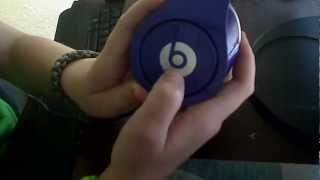 How To put batteries in your Beats By Dre Studio Headphones