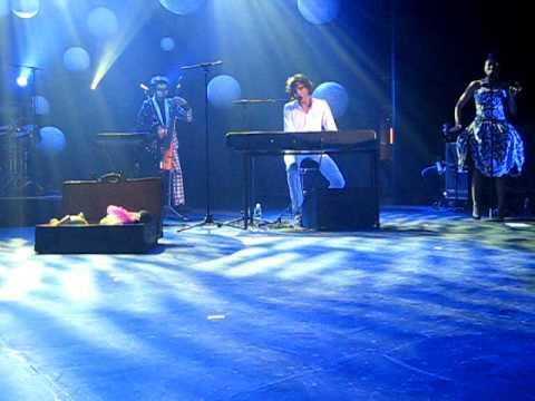 Mika - Pick Up Off the Floor @Orpheum Theater, Boston