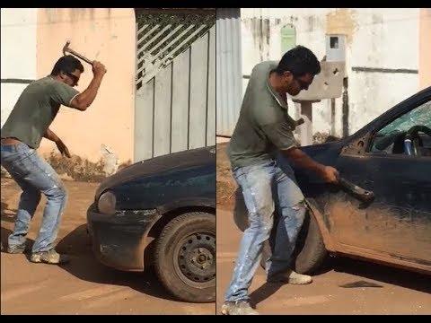 '.Motorista destrói o próprio carro com marreta ao saber que veículo seria levado pela Semtran.'
