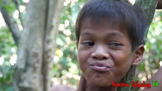 Primitive Technology - Eating Delicious - Tow Smart Boy Find and Cooking Fish