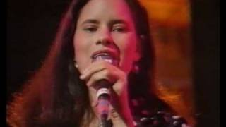 10000 Maniacs (Natalie Merchant) Live on TV Trouble Me