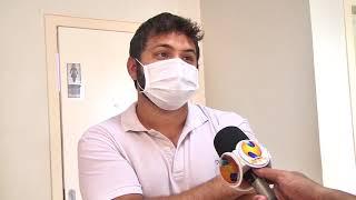 Há uma semana com doses da primeira etapa, profissionais de saúde e idosos acamados cima de 90 anos são vacinados em Patos de Minas.